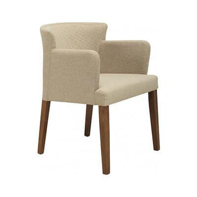 アームチェアーとはひじ掛けのついた椅子。現在のアームチェアーは、17世紀末から一般に使われるようになりました。肘掛けのない背もたれ付きの椅子はアームレスチェアー、もしくはサイドチェアーと言います