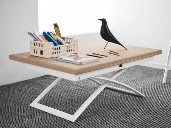ソファに合わせて使用する際も、普段はローテーブルとして雑誌や飲み物を置くのにちょうど良い高さに、食事や作業をする際には高さを出すなど、必要に応じて高さを調整することで身体に負担もかからず快適な生活をサポートします。フラップ式の天板は広げると幅150cmになり、チェアを合わせて6名が着席できるダイニングテーブルとしてご使用できます。