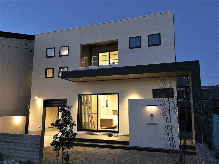 スタイリッシュなシンプルな外観でおしゃれな戸建住宅です。