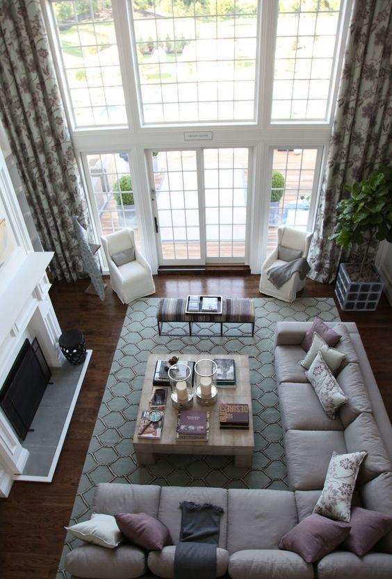 ものすごい豪邸といったところでしょうか。ソフトよりも大きくラグマットを敷くことで全体を1つの空間として捉えています。