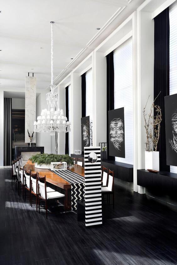 天井が高くて床が黒い色のインテリア事例。