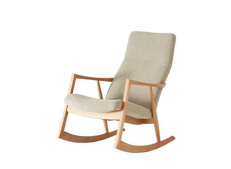 ロッキングチェア(英語: rocking chair, rocker)とは椅子の一種で、椅子の脚の下に、カーブをつけた板(伝統的には木の板や棒だが、近代に入り金属棒も用いられるようになった)が二本取り付けられているもの。板のうち一つは椅子の左側の前後の脚に、もう一つの板は右側の前後の脚に取り付けられており、前脚と後脚の先を、下から覆うように取り付けられている。