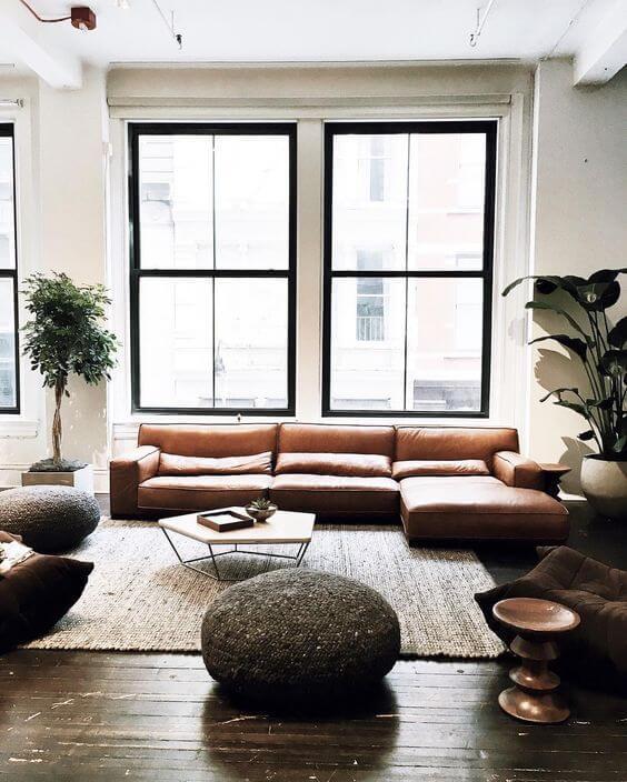 床が古材でソファがキャメルレザーのインテリア画像 songdreamオフィシャルブログ