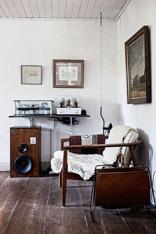 【海外イメージ画像】もう色で迷わない!床が古材の部屋のおしゃれなインテリア実例集