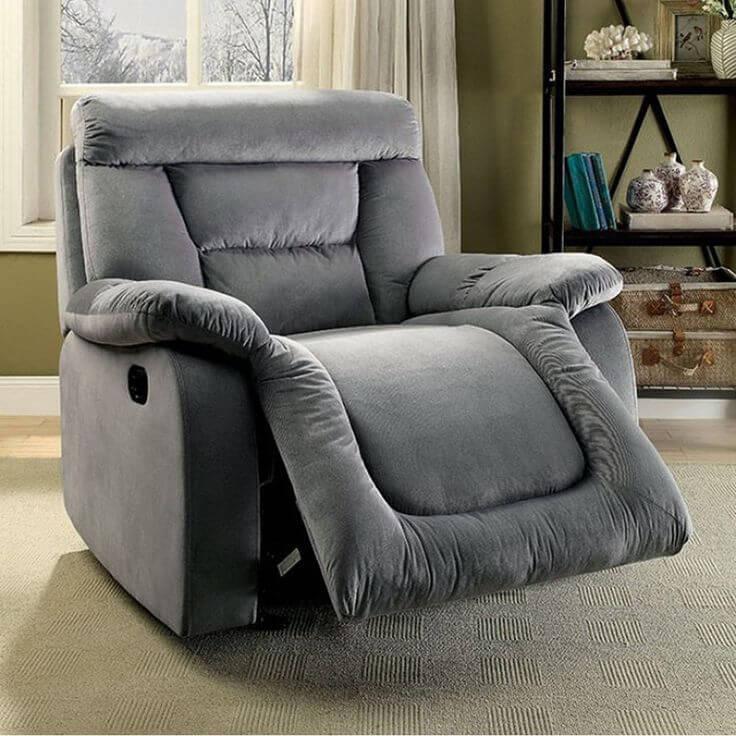 背もたれが段階的に倒れ調整できる椅子のこと。座面の傾斜の角度が変わるものや、フットレストを搭載した機能的なものもある。リクライニングチェアというと、一人掛け用のものを指す。二人掛け以上のサイズのものはリクライニングソファと呼ばれる。