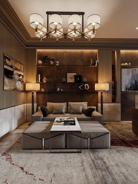 この伝統的な2つのリビングルームは美しく機能的に見えます。内蔵の棚の照明、フロアランプ、日よけのあるシャンデリアがロマンチックな雰囲気を演出しています。織物全体の混ざり合いは楽に一緒に流れ、心地良いデザインを作り出します。