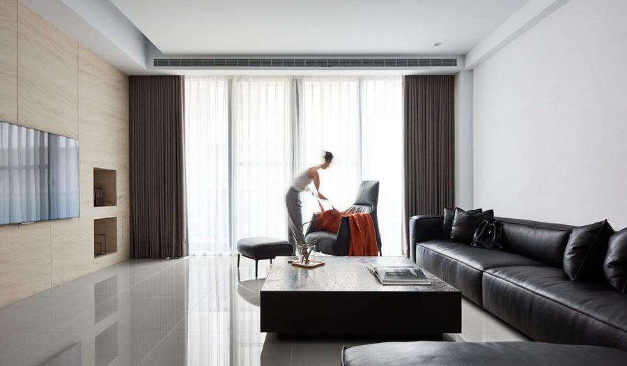 ブラックレザーとタイルの光沢で高級感がある空間です。