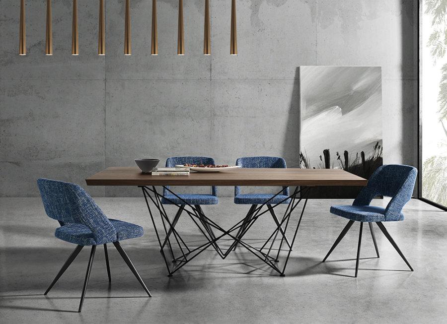実用性と遊び心を格好いいデザインの中に両立させてたカルロダイニングテーブル。