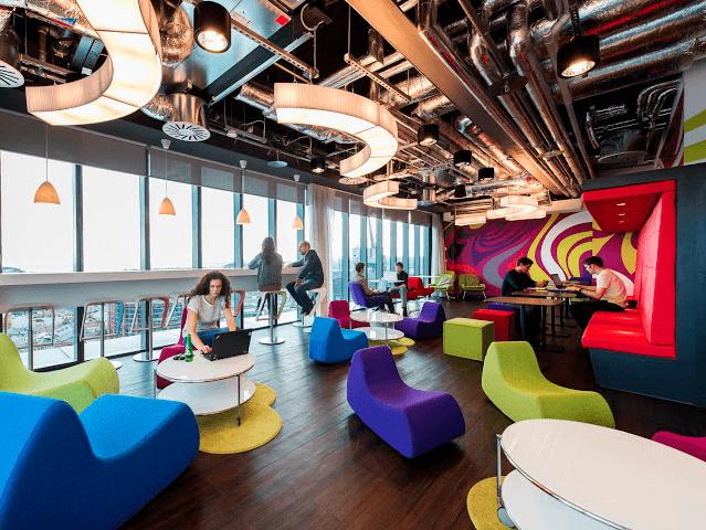 堅苦しい空間から楽しいものは生まれてこない、そんな考えがあってグーグルのオフィスはどこも大学のキャンパスのように自由です。実際に、本社ではオフィスが「キャンパス」と呼ばれています。