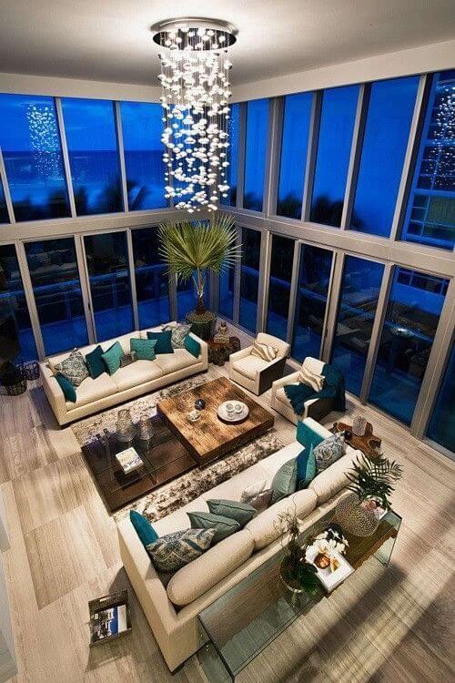 デザインのシンプルさは、フロリダ州マイアミビーチの活気あふれるシティでのロフトの現代建築様式に敬意を表します。エレガントな家具とアクセサリーは、モダンで暖かい感覚のバランスを作り出します