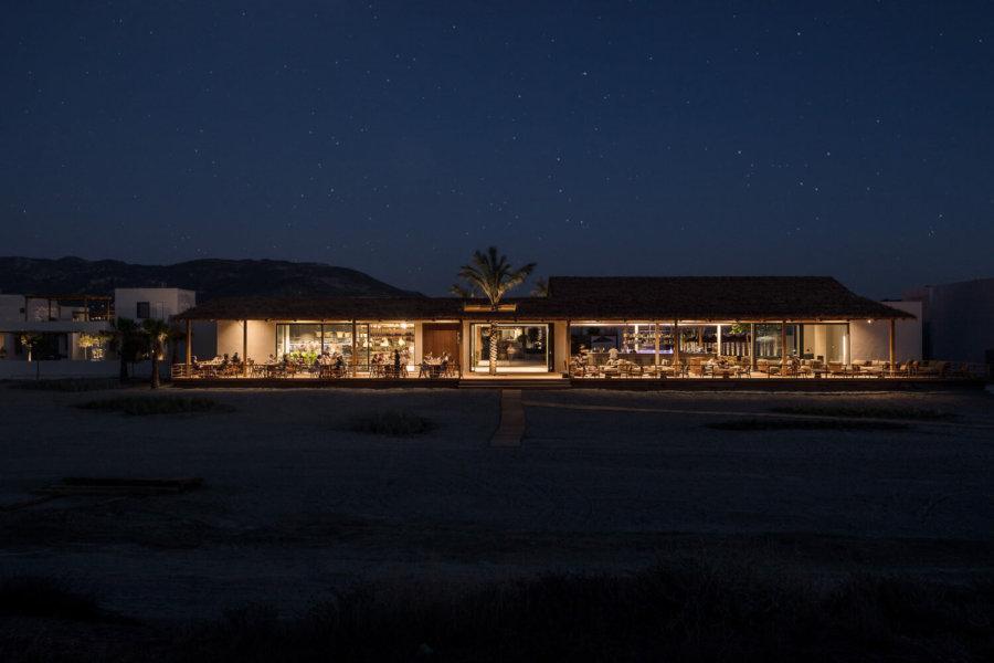 Casa Cook Kosの夜景。周りに明りはないのでとても幻想的です。
