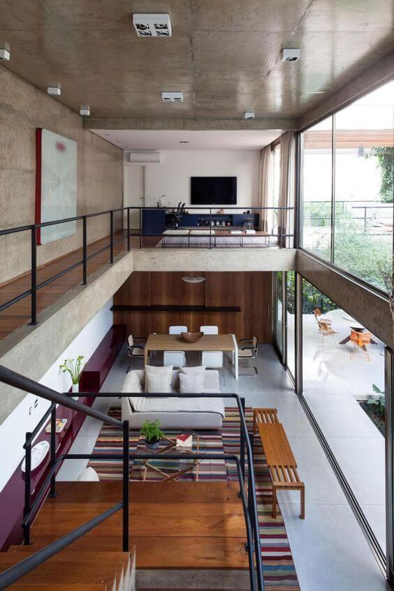 コンクリートの無機質な空間に家具でアクセントカラーを設定しています。