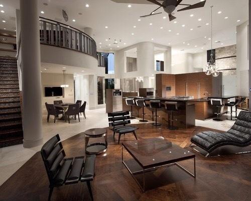 タイルを使った床と木材のフローリングを途中で仕切っています。空間全体を明るくしておきながら1報告することで高級感を醸し出しています。かなりの豪邸だと思われますが色の使い方に関してはアクティブですばらしいと思います。