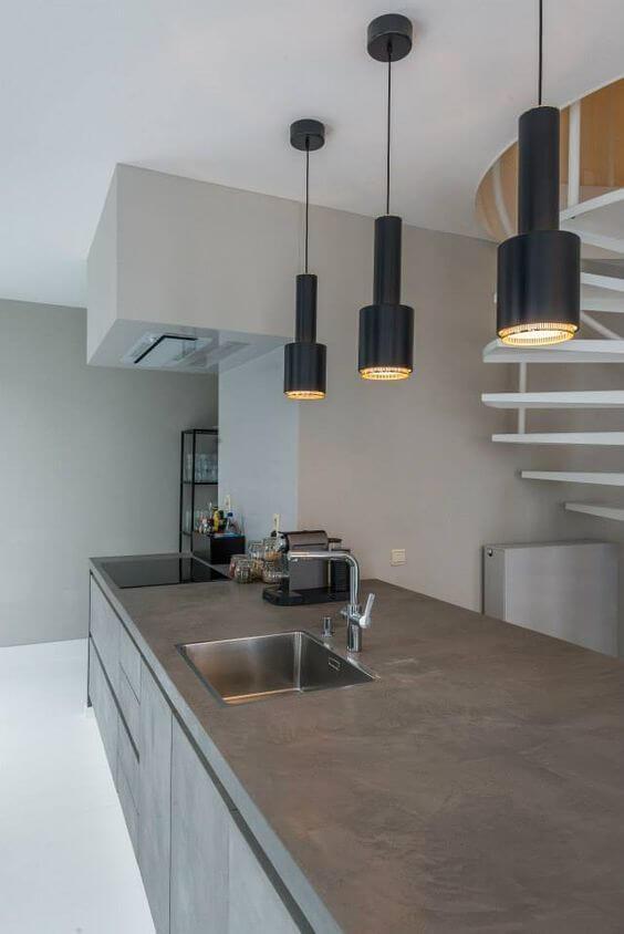 機能性と意匠性を融和させた「デザインコンクリート」を実現する薄膜モルタル。自由な色表現、様々な意匠効果を実現し、建物の構造上の制約が許す限りシームレスな(切れ目のない)壁面や床をつくりだします。