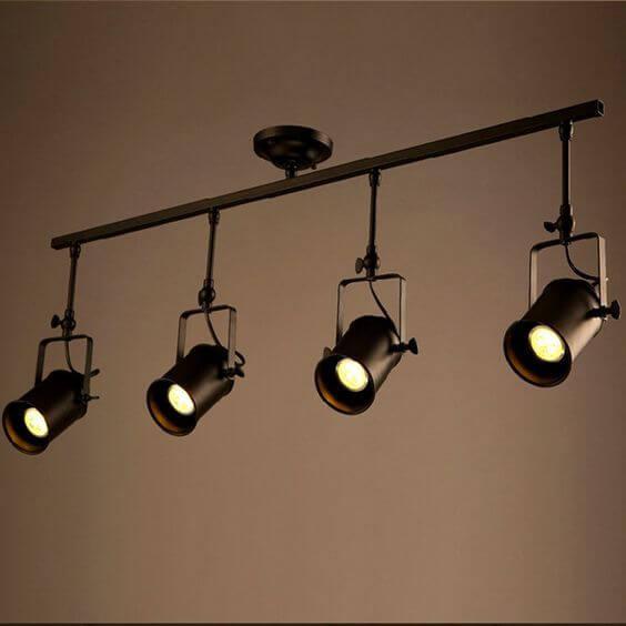 Spotlightは1カ所をしっかりと照らしてくれるので笑を飾っていたり1番アピールしたい場所を照らすと良いでしょう。おしゃれな部屋ではよく使っている人がいますね。