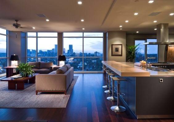高層マンションの1室のイメージです。かなりシンプルな作りですね。もしかしたらホテルやリースマンションなのかもしれません。