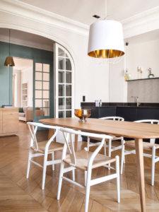 建築家でデザイナーのカミーユ・ヘルマンは、パリのアパートをデザインしました。