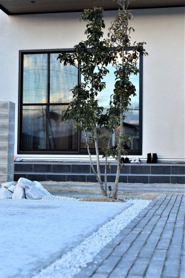 レオック様の西口町物件の外観イメージ画像です。駐車場も広々しています。