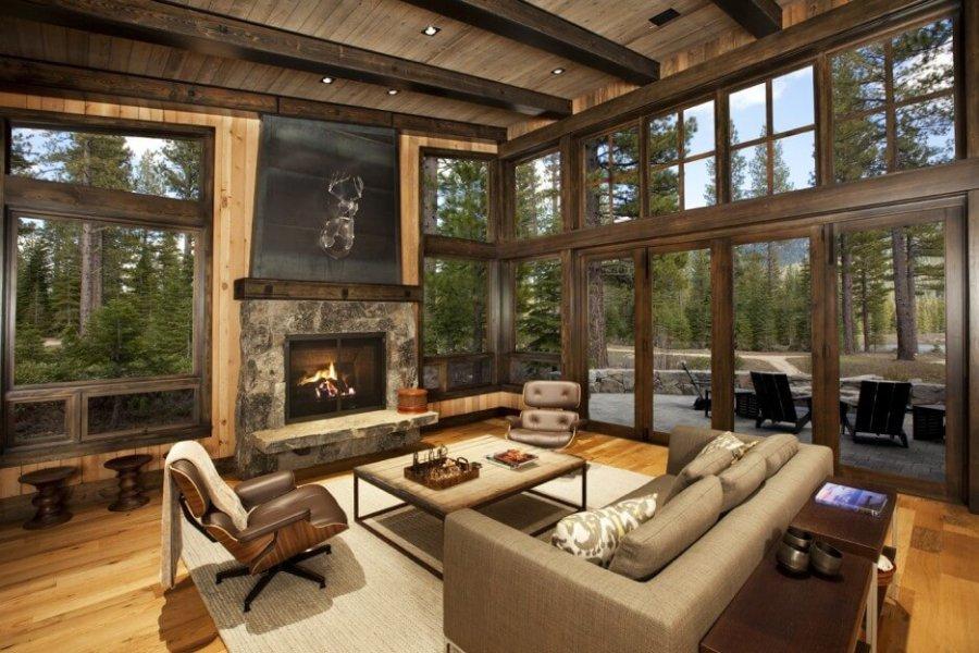 一般の自宅と言うよりは別荘です。かなり天井も高く開放感があります。壁面も木材を貼ることでかなりナチュラルな印象です。
