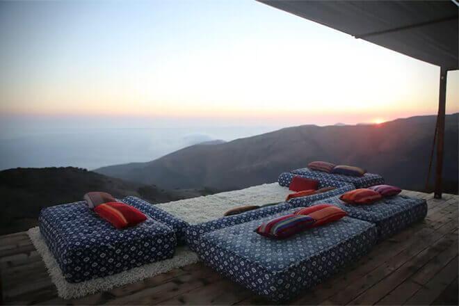あまりにも美しい夕日ですね。こんなところでスローライフを過ごすことができたら素晴らしいですね。
