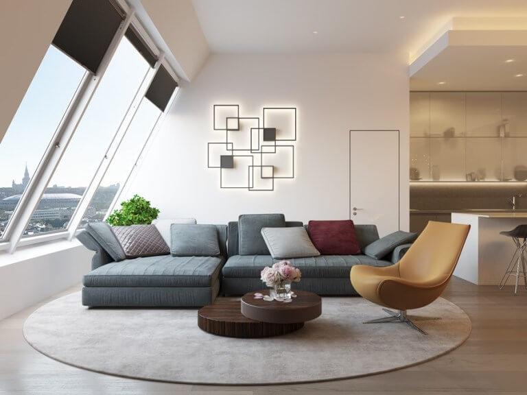 明るいフローリングにグリーン系のソファーを配置しています。かなりシンプルな構造でセレブリティーな空間のようです。大きな丸いラグで全て終わらせてしまうのは豪快な使い方ですね。