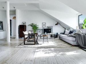 スウェーデンの屋根にあるこの大家族アパートでは、すべてが静かで快適な生活を送るのに理想的です。居心地の良い雰囲気は暖かく、リラックスした時間をお過ごしいただけます。