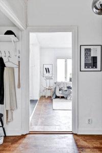 古材を使用した海外のインテリア事例集 白を基調としているので部屋が明るい印象。