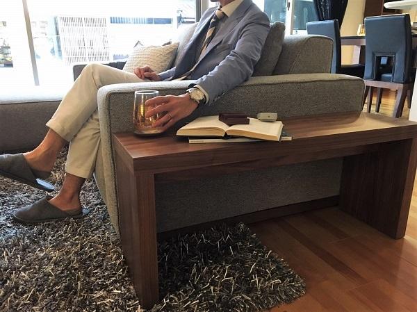 モダンインテリア・家具 songdreamの提案するWalnutのシンプルなデザインのダイニング用ベンチ サイドテーブルとして使用