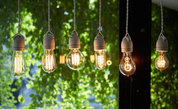 エジソンランプが6個並んでいるイメージ画像