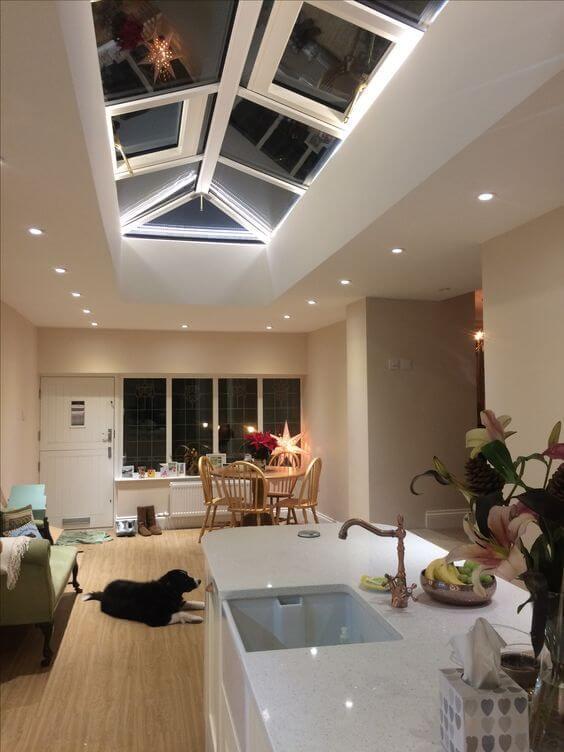 ダウンライトは天井に埋め込むため天井が低くても圧迫感を感じさせないメリットがあります。