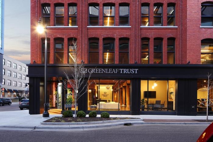ミシガン州周辺のGreenleafの他のオフィスを補完するハイエンドのテーラーメイドインテリアの美しさを作り出しました。