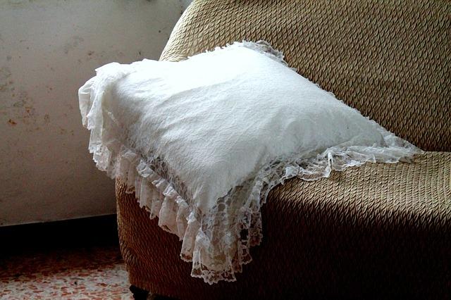 古いソファのイメージ画像 songdreamオフィシャルブログ