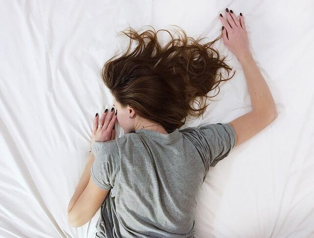 うつぶせの体勢で寝て呼吸がスムーズに行われれば、血液中に十分な酸素が行きわたり、血行不良になりにくくなります。同時に、血行不良が原因で起こる「心筋梗塞(※)」などの病気の予防にもつながります。