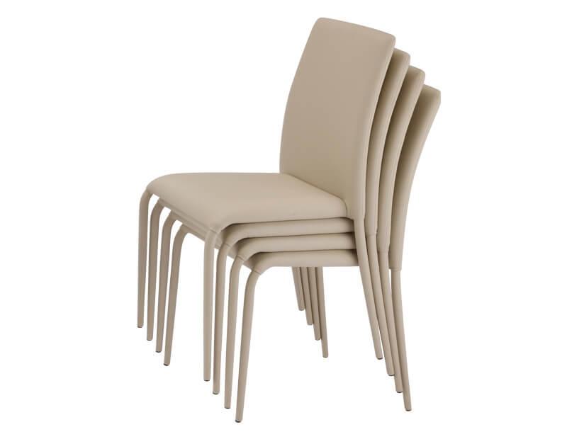タッキングチェアーとは、収納や運搬が便利なように、上に積み重ねられるタイプの椅子のこと。 スツール: スツールとは、背もたれのない座面だけの椅子のこと。座るだけでなく、小物を飾る、踏み台にする等、いろいろな使い方ができる。