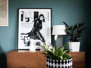 壁面がエメラルドグリーンのインテリ画像