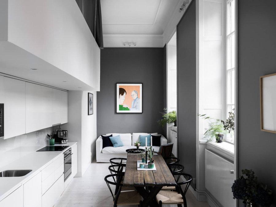 かなり細長い部屋のようですね。駅麺をグレーに塗ってシックな印象です。