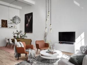 床が明るい色のフローリングを使用した部屋のおしゃれなインテリア実例集
